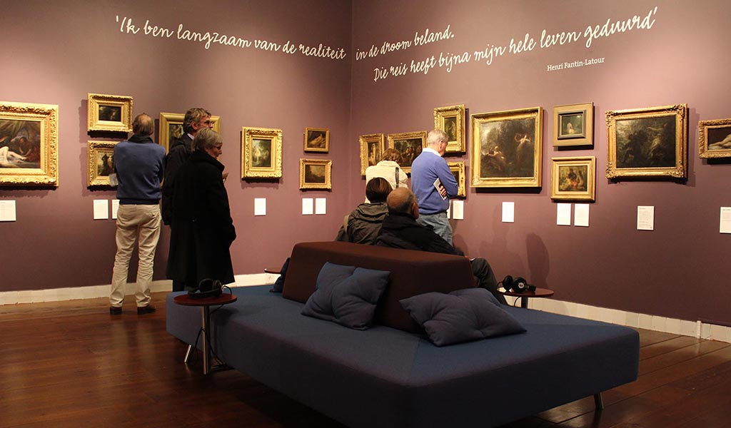 Plain museum sofa